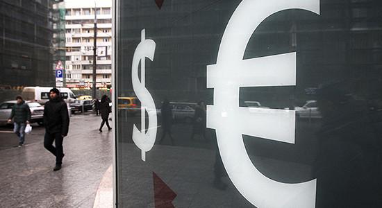 Биржевой курс евро упал ниже 74 рублей