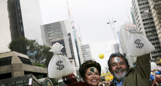 Бразильский сенатор обвинил президента страны в коррупции в Petrobras