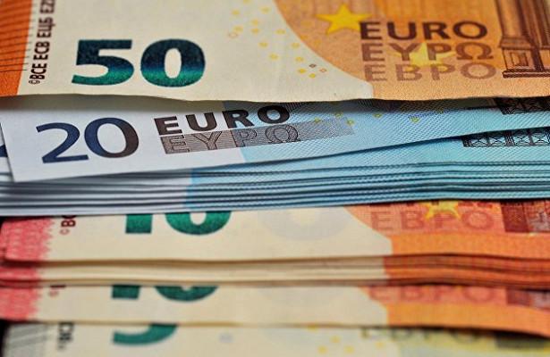 Официальный курс евро превысил 90рублей