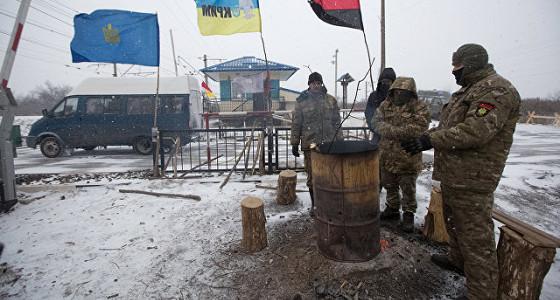 Радикалы, блокирующие офис «дочки» Сбербанка в Киеве, установят палатки