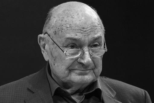 Жванецкого похоронили рядом сВолчек иЗахаровым