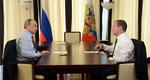 Путин предложил Медведеву подумать над мерами по укреплению рубля