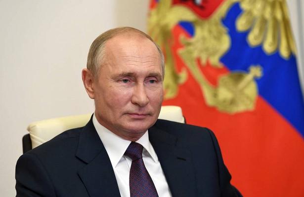 Путин поздравил Нурмагомедова спобедой