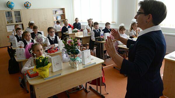 Госдума намерена поднять зарплату учителям