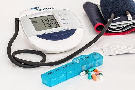 Профессор Арутюнов заявил, чторезкое понижение давления таблетками может привести кинсульту