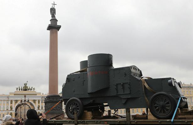 Дворцовую площадь снова наводнят солдаты иматросы