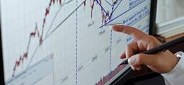 Пятничный обвал рубля убил недельный оптимизм акций