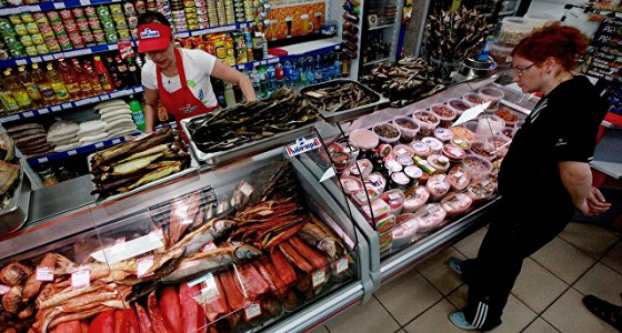 Цены на продукты в России в феврале выросли на 0,2%