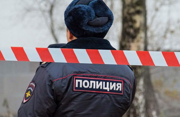 Водворе новосибирского дома мертвец сутки просидел зарулем заведенной машины