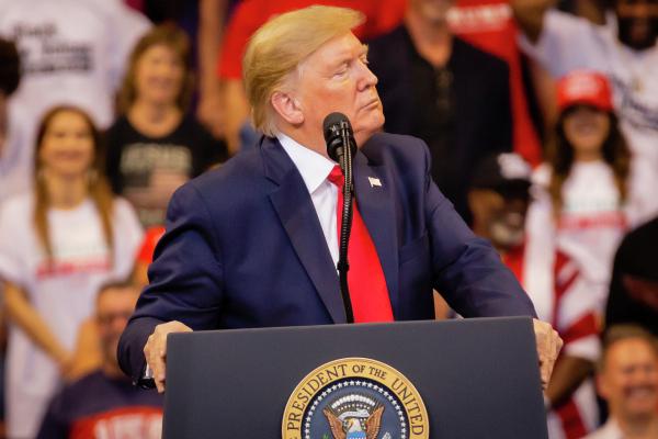 Трампу хотят запретить баллотироваться впрезиденты