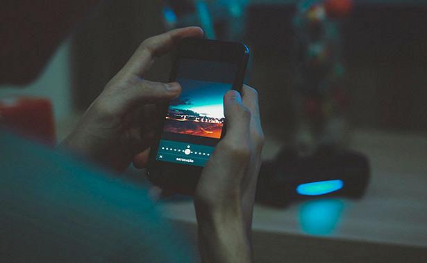 Ученые заявили, чтосвет отэкрана смартфона приводит краку