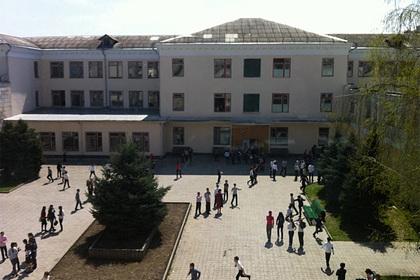 Российский учитель открыл стрельбу из-занападения девятиклассника