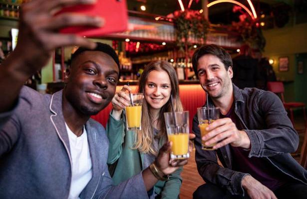 Безпрививки отCOVID-19вход воспрещен: вВеликобритании рестораны могут принять новые правила