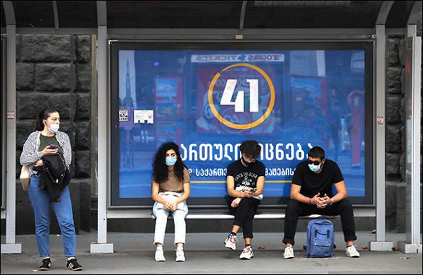 Жителей Грузии обязали носить защитные маски наулице