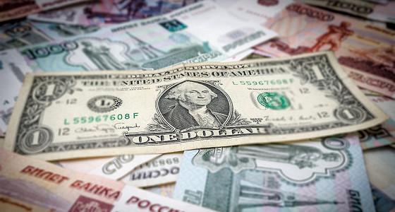 Доллар превысил 63 рубля, евро торгуется ниже 70