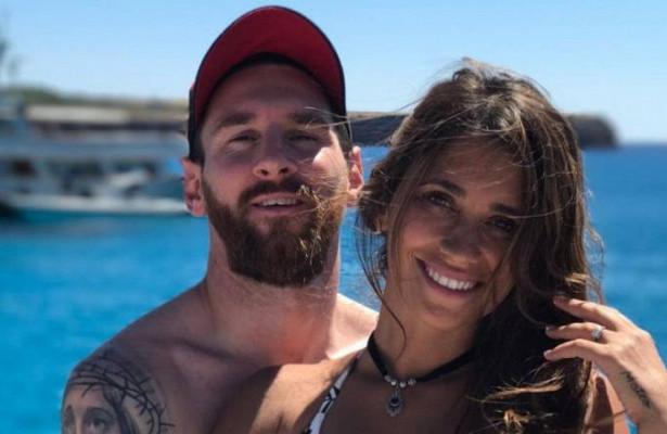 Месси проводит отпуск ссупругой наИбице