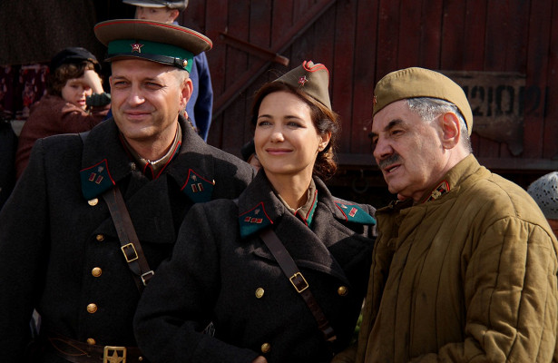 Екатерина Климова осъемках новых серий «Позаконам военного