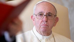 Ватикан вшоке: папа римский лайкнул горячую модель