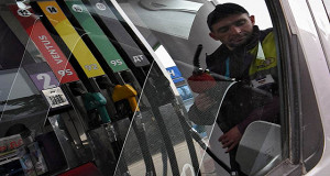 Росстат сообщил о повышении в январе цен на бензин на 2,4%