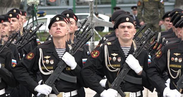 Парад иторжественный митинг вБалтийске, поздравление ветеранов (видео)