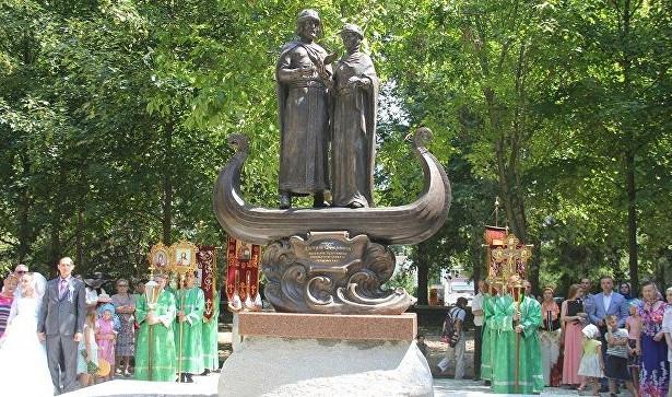 Святые защитники семьи: вСимферополе отрыли памятник Петру иФевронии