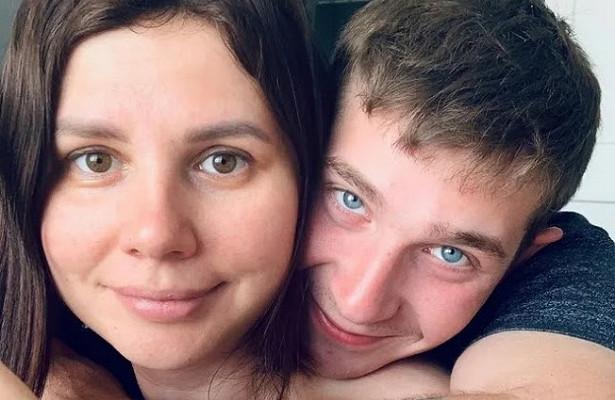 Любовь спасынком: блогерша родила внука бывшему мужу