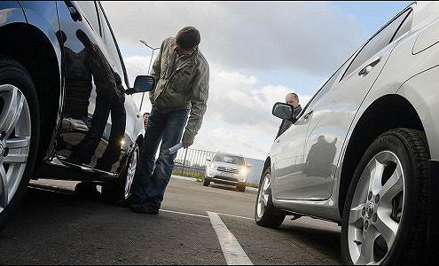 Средняя стоимость подержанного автомобиля вконце лета составила 700 000 руб.