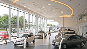 Автомобили в России начали дешеветь