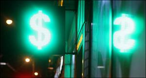 Число банкротств компаний увеличилось в конце прошлого года из-за ослабления рубля