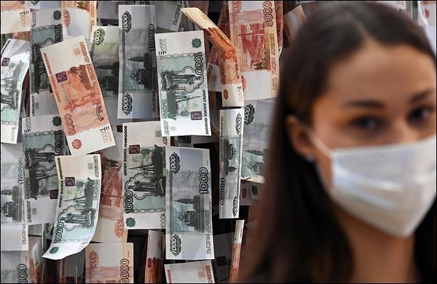 «Денег неостанется»: россиянам предрекли обнищание