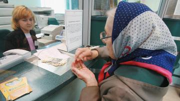 Минтруд изучает идею ввести взнос на накопительную пенсию из зарплаты граждан