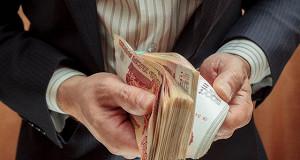 ЦБ отмечает снижение в августе реальной зарплаты второй месяц подряд