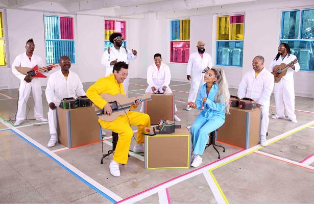 Ариана Гранде иTheRoots исполнили песню наNintendo Labo