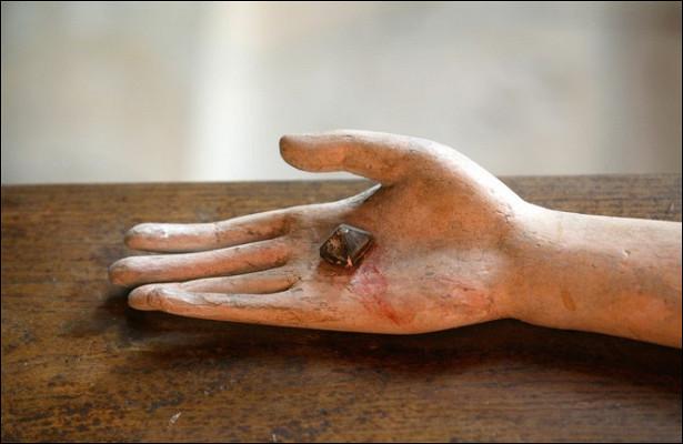 Найдены гвозди сраспятия Христа