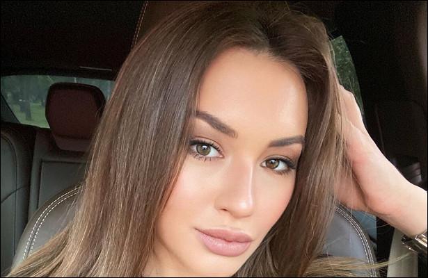 Дочь Александра Серова показала красавицу-маму