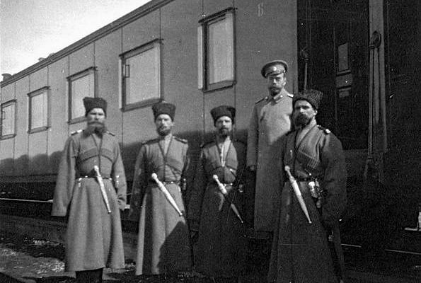 Почему телохранителями Николая IIбыли только казаки