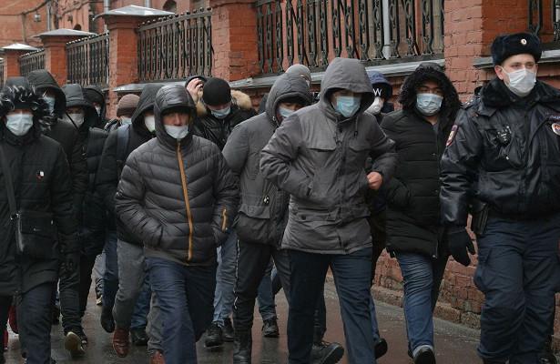 ВГосдуме предложили организованно завозить мигрантов вРоссию