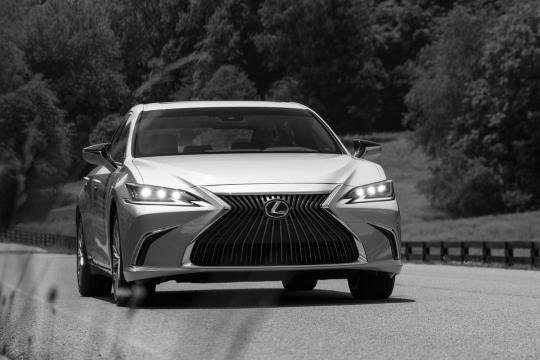 Длительный тест Lexus ES250. Часть 2: золотая середина