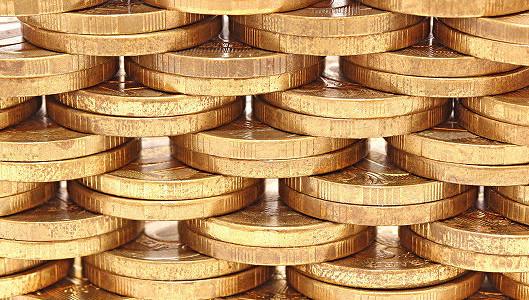 Рубль снижается в начале дня к доллару и евро