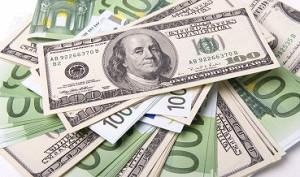Доллар растет к евро на статистике из США